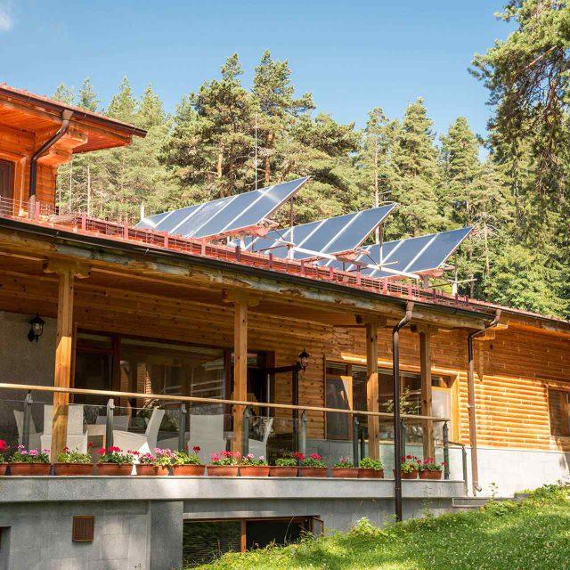 https://solarpanels-sanantonio.com/wp-content/uploads/2018/09/gallery_projects_11-640x640.jpg
